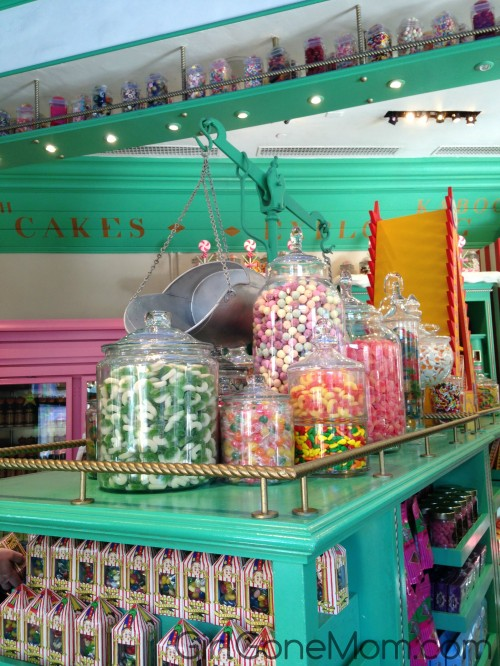 Honey Dukes: Wizarding World of Harry Potter