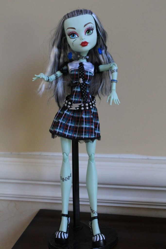 Monster High Doll Stand