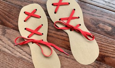 Crafting Shoe Lace Cards #MoMail #ReadMo