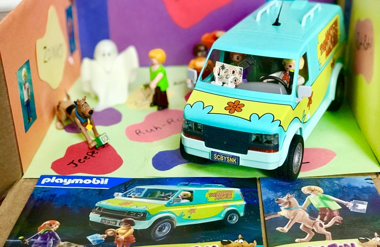 DIY Scooby-Doo Backdrop for the new PLAYMOBIL® Scooby-Doo! Toys at Walmart